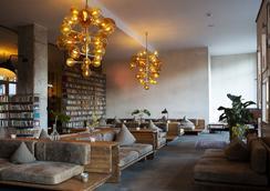 Michelberger Hotel - Berliini - Oleskelutila