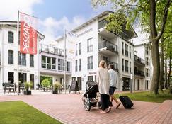Akzent Apartmenthotel Residenz - Seeheilbad Graal-Müritz - Building