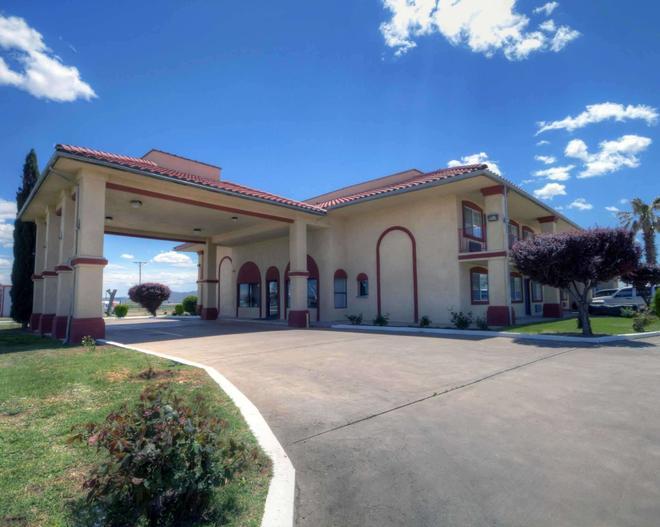 Econo Lodge Van Horn - Van Horn - Building