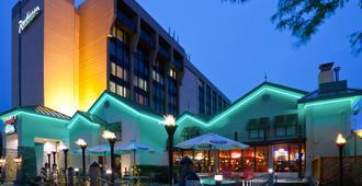 Radisson Hotel Milwaukee West - Milwaukee - Edificio