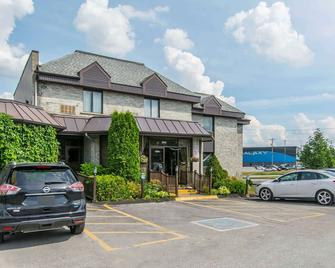 Quality Hotel & Suites - Sherbrooke - Building