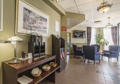 Quality Hotel & Suites - Sherbrooke - Lobby