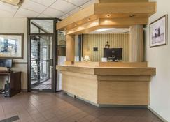 Quality Hotel & Suites - Sherbrooke - Receptie