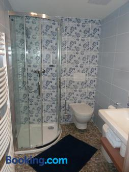 Restaurace a Penzion Bludovecek - Bludov - Bathroom