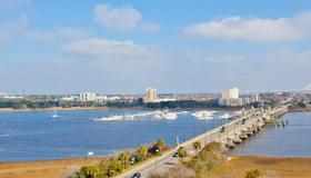 Holiday Inn Charleston Riverview, An IHG Hotel - Charleston - Outdoors view