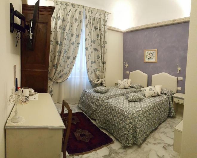 Five Roses Bed & Breakfast - Pisa - Bedroom