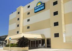 Days Inn by Wyndham Daytona Oceanfront - Daytona Beach Shores - Building