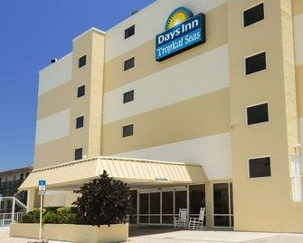 Days Inn by Wyndham Daytona Oceanfront - Daytona Beach Shores - Building