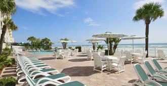 Days Inn by Wyndham Daytona Oceanfront - Daytona Beach Shores - Pátio