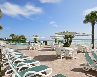 Days Inn by Wyndham Daytona Oceanfront - Daytona Beach Shores - Terasa