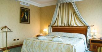 Golden Ring Hotel - Moscow - Bedroom