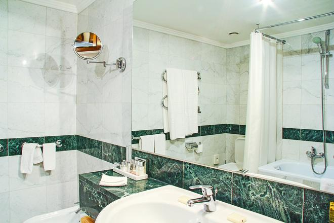 Golden Ring Hotel - Moscow - Bathroom