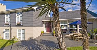 Beach Haven Accommodations - Tramore - Building