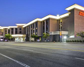 Hampton Inn & Suites Los Angeles Burbank Airport - Burbank - Building