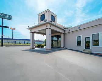 Quality Inn Near Six Flags St. Louis - Pacific - Building