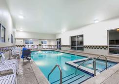 Days Inn by Wyndham Hershey - Hershey - Uima-allas