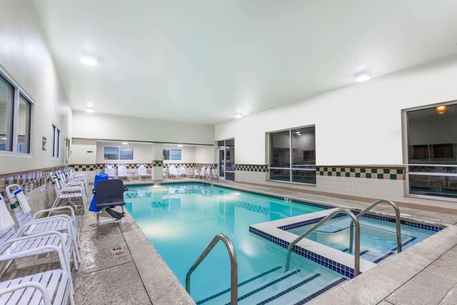 Days Inn by Wyndham Hershey - Hershey - Pool