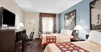 Super 8 by Wyndham Houston North I-45 - Houston - Bedroom