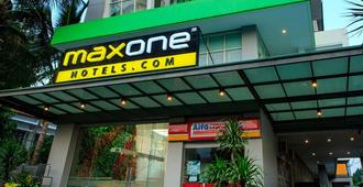 Maxone Hotels at Malang - Malang