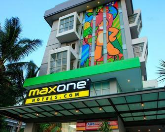 Maxone Hotels at Malang - Malang - Building