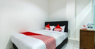 OYO 925 Grand Wijaya Bintaro - Tangerang City - Bedroom