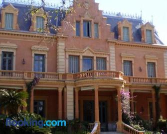 casa con gran jardin - San Isidro - Building
