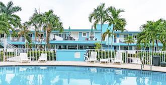 The Bayside Inn & Marina - Treasure Island - Pool