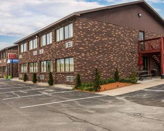 Rodeway Inn - Muskegon - Building