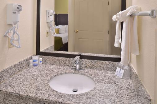Best Western Executive Inn - Los Banos - Bathroom