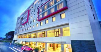 Favehotel Hyper Square - Bandung - Gebouw