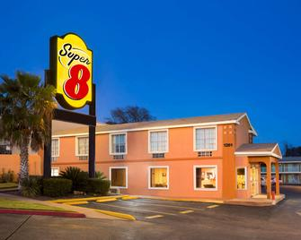 Super 8 by Wyndham Austin Downtown/Capitol Area - Austin - Building
