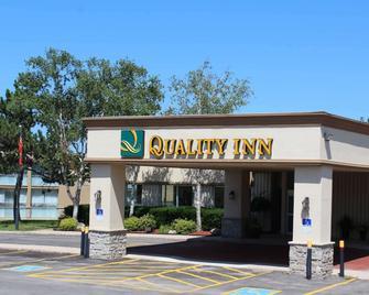 Quality Inn - Owen Sound - Building