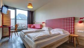 Meininger Hotel Salzburg City Center - Salzburg - Bedroom