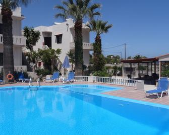 Cathrin Suites - Stavros - Pool