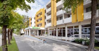 Holiday Inn Munich - South - München - Byggnad