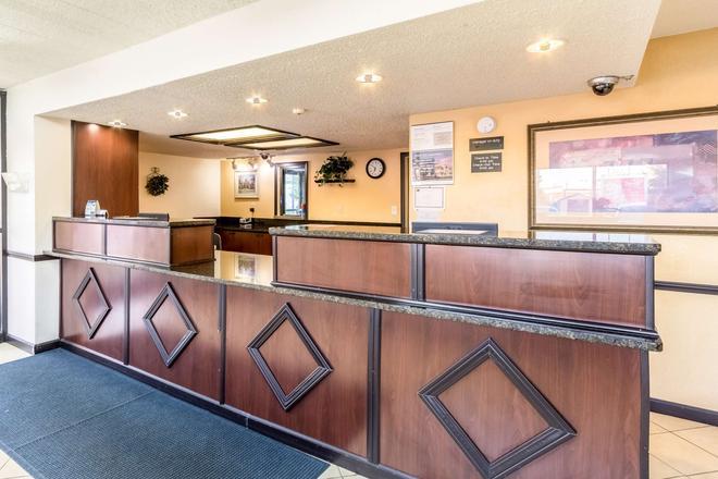 Motel 6 Grove City - Grove City - Front desk