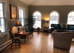 Large home for families or groups - Harrisville - Living room
