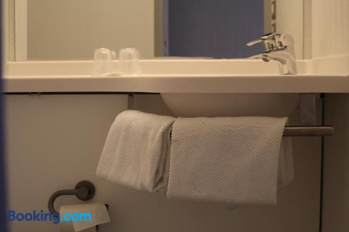 ibis budget Laval - Laval - Bathroom