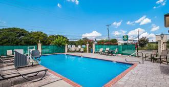 Quality Inn Near Medical Center - San Antonio - Pool