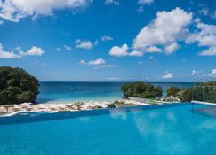 Crimson Resort & Spa Boracay - Boracay - Pool