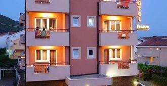 Garni Hotel Fineso - Budva - Gebäude