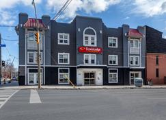 Econo Lodge Inn & Suites Downtown - Toronto - Edificio