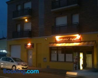 Aparthotel /Apartamentos Turísticos Raquel's - Sant Pere Pescador - Building