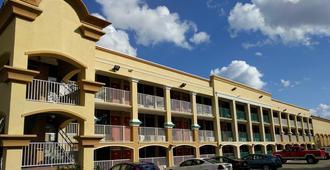 Red Carpet Inn Airport/Cruiseport - Fort Lauderdale - Building