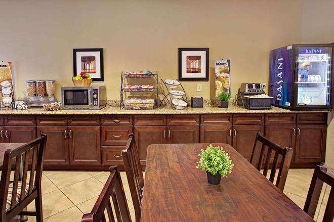 Microtel Inn & Suites by Wyndham Cartersville - Cartersville - Buffet