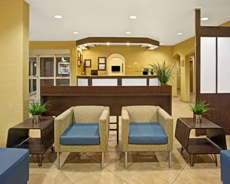 Microtel Inn & Suites by Wyndham Cartersville - Cartersville - Lobby