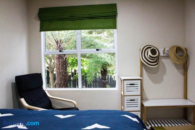 Wai-Knot Accommodation - Onetangi - Bedroom