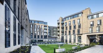Destiny Student - New Mill - Dublin - Outdoors view