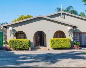 Kwantulindawo Guesthouse Vryheid - Vryheid - Building
