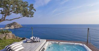 Resort Costa Del Capitano - Serrara Fontana - Pool